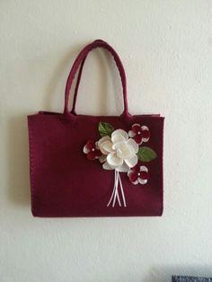 Keçe çanta. Felt bag. Gül çiçek rose bordo . El emeği. El işi. Daha ne olsun :)