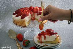 מתכון לעוגת תותים וקצפת נדירה Israeli Desserts, Donuts, Cheesecake, Strawberry, Cooking Recipes, Baking, Sweet, Food, Cakes