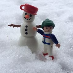 Do you want to build a snowman?⛄️❄️ #playmobil #snow #snowman #winter #toy #toys #lego #follow4follow #followforfollow #ifollowback #instaplaymobil