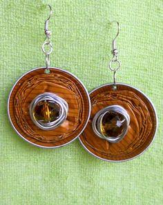 orecchini realizzati con cialde e cristalli