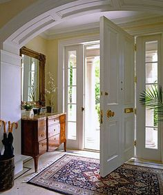 Under The Table and Dreaming: Small Entryway and Foyer Ideas & Inspiration.this door rocks Small Entrance, Decoration Entree, Small Entryways, Small Hallways, Foyer Decorating, Decorating Ideas, Foyer Design, Entryway Decor, Entryway Ideas