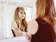 Stunning Avril Lavigne Wallpapers