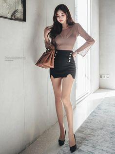Pretty Asian Girl, Beautiful Asian Girls, Korean Beauty, Asian Beauty, Girls In Mini Skirts, Beautiful Young Lady, Tall Women, Draped Dress, Asian Style
