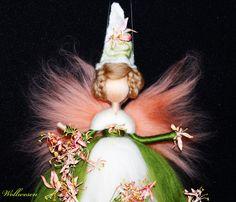 Jahreszeitentisch - ❀ Taglilien Fee ❀ Märchenwolle Fee - ein Designerstück von annas-wollwesen bei DaWanda