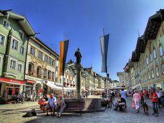 Bad Tölz, Deutschland, Bayern - ein hübscher kleiner Ort in Gedenken an dem Bullen von Tölz, und wir haben am Christkindlmarkt Eis gegessen, weil es für Glühwein zu heiss war.....