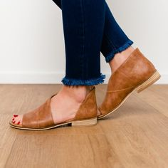 Open toe flat shoe with low stacked heel