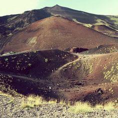 """«Tutto ciò che la natura ha di grande, tutto ciò che ha di piacevole, tutto ciò che ha di terribile, si può paragonare all'Etna e l'Etna non si può paragonare a nulla».  (Dominique Vivand Denon, """"Voyage en Sicilie"""", 1788)  #etna #meravigliosacreatura #meravigliadellanatura #sicilia #siciliabedda #terramia #igers #igerssicilia #igersitalia #ig_sicilia #ig_italia #picoftheday"""