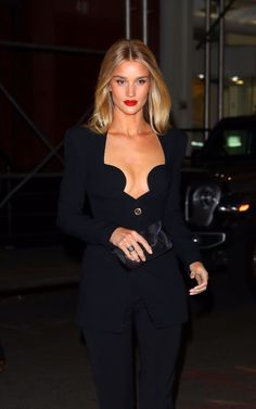 NEW MODEL LOOK Street style outfit ootd fashion style models style beautiful girls Rosie Huntington Whiteley, Rosie And Jason, Look Street Style, Model Look, Elegant Outfit, Her Style, Dress To Impress, Ideias Fashion, Fashion Outfits