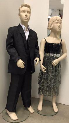 Kinder galakleding voor jongens en meisjes. Zwart jongens pak en meisjes jurk.
