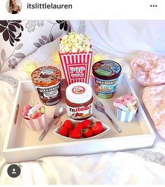 I want to have a sleepover with friends and eat this Pyjama-party Essen, Movie Night Snacks, Movie Nights, Sleepover Food, Cute Date Ideas, Fun Ideas, Party Ideas, Gift Ideas, Good Food