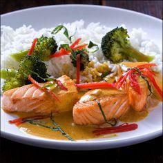 Laks med kokossaus Shrimp, Turkey, Delivery, Meat, Chicken, Recipes, Food, Turkey Country, Eten