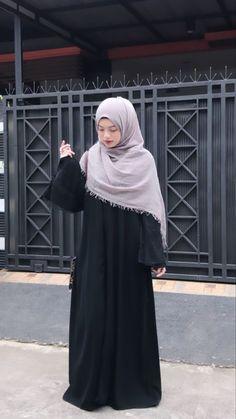 Modern Hijab Fashion, Street Hijab Fashion, Hijab Fashion Inspiration, Abaya Fashion, Muslim Fashion, Fashion Outfits, Casual Hijab Outfit, Ootd Hijab, Hijab Chic