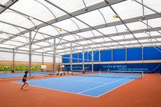Construction is the specialist in temperate indoor tennis court construction projects. Building roofing by membrane. Design of textile architecture. Indoor Tennis, Play Tennis, Tennis Equipment, Sports Stadium, Container Buildings, Tennis Elbow, Tennis Tips, Tennis Clubs, Club Design