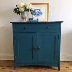 Kitchen cart This piece below that I painted this week is 2 parts Aubusson to one part Florence Teal Painted Furniture, Blue Furniture, Colorful Furniture, Paint Furniture, Kitchen Furniture, Luxury Furniture, Furniture Makeover, Vintage Furniture, Furniture Design