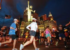 LAS VEGAS BABY!  Un marathon de nuit sous les néons, à coté d'Elvis. Demi-marathon aussi.