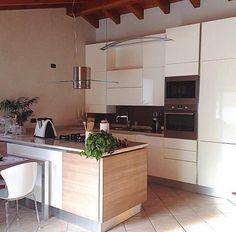 A casa di Valentina&Alessandro At Valentina&Alessandro House Modello_Model: Oyster Rivenditore_Dealer: Mobilificio conca verde http://bit.ly/1fncDkU http://bit.ly/1RkmusE #raccontidivita — a Onore (Italia).