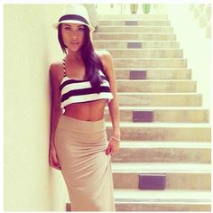 Cute crop top, with maxi skirt, and fedora. Great summer look!