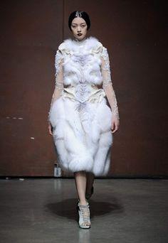Robe de mariée Yinqing Yin Haute Couture Printemps-Eté