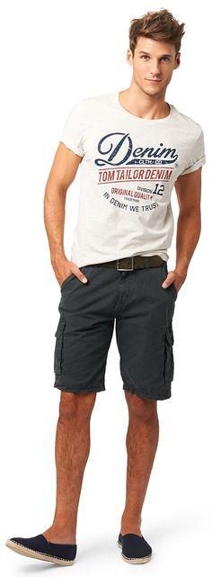 Cargo-Bermuda für Männer (unifarben, mit Knopf und Reißverschluss) aus Twill, mit leichter Auswaschung, mit seitlichen Einschubtaschen, aufgesetzte Seitentaschen mit Flaps. Material: 100 % Baumwolle...