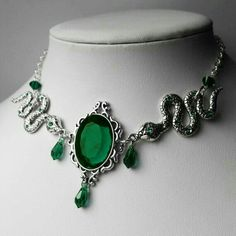 Ready To Ship Working Days Emerald Slytherin Inspired Slytherin Aesthetic, Harry Potter Aesthetic, Fantasy Jewelry, Gothic Jewelry, Bijoux Harry Potter, Cute Jewelry, Jewelry Accessories, Harry Potter Accesorios, Slytherin Clothes