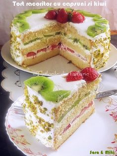 Cake with strawberries and kiwi ~ Fruit Recipes, Cake Recipes, Dessert Recipes, Kiwi Cake, Different Cakes, Sweet Pastries, Food Obsession, Vegan Kitchen, Strawberry Cakes