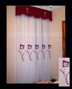 Cortina de visillo bordado y confeccionado a tablas/fuelles y con galería acolchada con la tela coordinada para hacer juego con la colcha (foto siguiente)