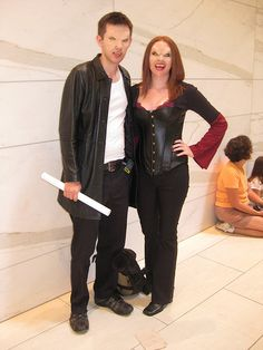 Vampire Xander and Willow cosplay.