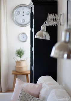 www.sommarbacka.fi Scandinavian Home, Ladder Decor, Beautiful Homes, Sweet Home, Living Room, Interior, Table, House, Kitty