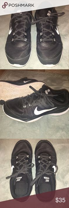 Women's Nike Flex Supreme TR 5 Cross Trainer Nike Supreme TR Cross Trainer - Like New!  Hexagon flex grooves on the bottom increase mobility and promote natural motion. Lateral stability for multi-directional movement.  Free of flaws. Nike Shoes Sneakers