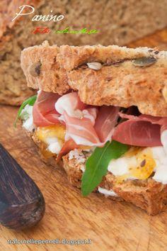 """""""Il panino italo-irlandese"""", la ricetta di Silvia del blog """"Tra fornelli e pennelli"""" http://trafornelliepennelli.blogspot.it/2014/07/il-panino-italo-irlandese.html"""