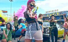"""Karol Conka coloca todo mundo para dançar no divertido clipe de """"Tombei"""""""