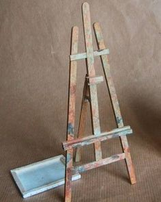 mini easel and other furniture, not tutorials but has material list Vitrine Miniature, Miniature Dollhouse Furniture, Diy Dollhouse, Miniature Dolls, Dollhouse Miniatures, Popsicle Stick Crafts, Craft Stick Crafts, Popsicle Sticks, Diy Easel