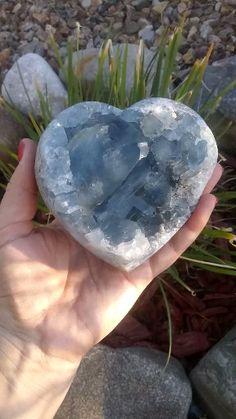 Crystal Healing Stones, Crystal Magic, Crystal Cluster, Stones And Crystals, Gem Stones, Quartz Crystal, Healing Rocks, Crystal Shapes, Minerals And Gemstones