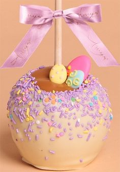 Try an award winning Amy's gourmet caramel apple this spring or Easter. We are offering gourmet Belgian chocolate caramel apples with festive seasonal colors and toppings that are only available for a limited time, so stop by today. Easter Candy, Hoppy Easter, Easter Treats, Easter Food, Easter Recipes, Apple Recipes, Cake Pops, Comida Disney, Gourmet Caramel Apples