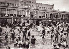 Barcelona Antiga: Moda platja 1925. Foto de Alejandro Merletti. Ubicació: Els banys de Sant Sebastià de la Barceloneta. Data: 1925