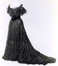 Evening dress, by the House of Worth, ca. 1906-1908. Metropolitan Museum of Art