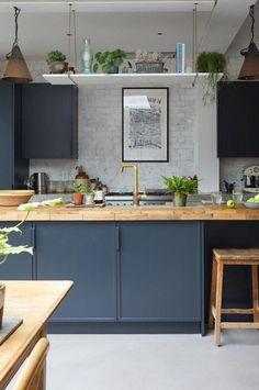 Kitchen Trends 2019 – 30 Best Amazing Kitchen Design Trends And Ideas - Page 13 of 30 - eeasyknitting. com - Design della cucina Home Decor Kitchen, Rustic Kitchen, Kitchen Interior, New Kitchen, Kitchen Island, Blue Kitchen Ideas, Vintage Kitchen, Kitchen Industrial, Kitchen Paint