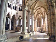 Ambulatory, Basilique Ste-Madeleine, Vézelay, Burgundy  © Adrian Fletcher