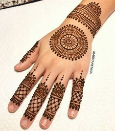 Simple Mehndi Designs Fingers, Circle Mehndi Designs, Very Simple Mehndi Designs, Round Mehndi Design, Mehndi Designs Front Hand, Indian Henna Designs, Mehndi Designs For Kids, Finger Henna Designs, Mehndi Designs Feet