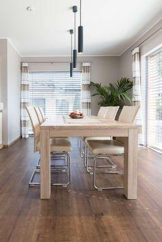 Musterhaus Style 163 W mit lichtdurchflutetem Essbereich durch große Glaselemente Table, Furniture, Home Decor, Graz, Room Layouts, Modern Architecture, Essen, Decoration Home, Room Decor