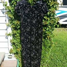 Black velour floral dress Long black velour dress. Extremely flattering with keyhole button in back No Boundaries Dresses