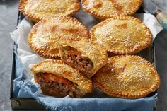 Bacon Cheeseburger Pies Puff Pastry Recipes, Pie Recipes, Dinner Recipes, Cooking Recipes, Recipies, Deep Frying Pan, Cheeseburger Pie, Large Oven, Shortcrust Pastry