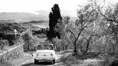 Fiat 500 Wedding Vintage Car  - Wedding in Tuscany. #fotografomatrimonio #fotografomatrimoniotoscana #weddingphotographer #weddingtuscany #fiat500 #morlottistudio