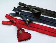Vera's Leather zipper pulls - a 2013 FAL Tutorial Diy Leather Projects, Leather Scraps, Leather Clutch, Leather Bags, Sewing Leather, Zipper Pulls, Sewing Hacks, Sewing Tips, Crafty Projects