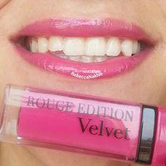 هذا أحمر الشفايف اللي استعملته اليوم Showing my #lips of the day using Romantic Bird-Rouge Edition Velvet #03