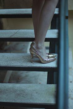 Estilismos de invitada de boda inspirados en los años 40's: zapatos de MIU MIU