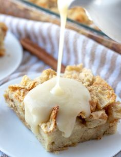 sauce being pour on bread pudding Bread Pudding Sauce, Best Bread Pudding Recipe, Banana Pudding Recipes, Bread Puddings, Pumpkin Pudding, Texas Toast, Just Desserts, Delicious Desserts, Dessert Recipes