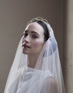 Antique Style Bridal Veil & Crown