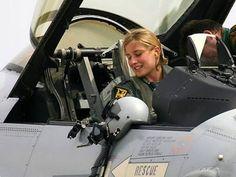 female pilot (Beautiful Military Women Around the World)♦️LP♦️ Female Pilot, Female Soldier, Jet Fighter Pilot, Fighter Jets, Image Avion, Jas 39 Gripen, F 16 Falcon, Female Fighter, Military Women