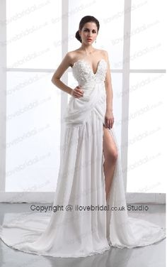 Enticing Chiffon Pleated Appliqued Wedding Veil With Deep Sweetheart